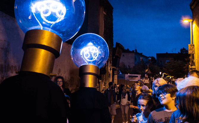 The Bulb Heads by Sans Compagnie Fixe