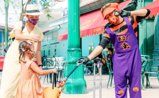 Universal Studios Singapore - Trick or Thrills