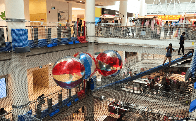Inflatable Balls at Airzone