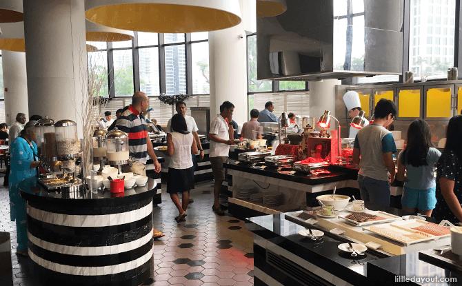 Breakfast buffet, Holiday Inn Atrium