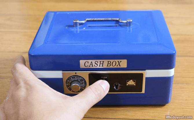 How to protect a cashbox from prying fingers
