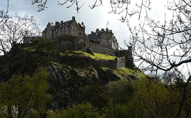 Visit Edinburgh Castle online