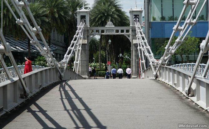 Cavenagh Bridge, Singapore River