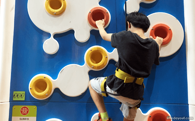 Clip 'n Climb at HomeTeamNS, Our Tampines Hub
