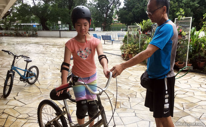 Starting a cycling lesson in Singapore at Hon Kah Trading