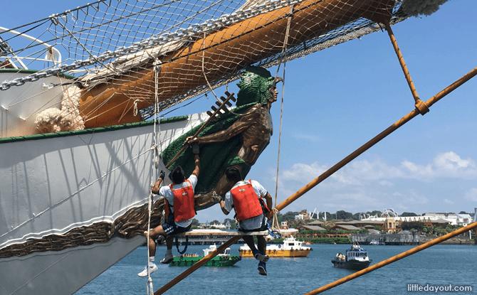 Sailors cleaning the figurehead