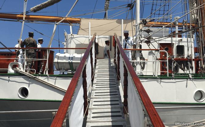 Gangway to ARM Cuauhtémoc