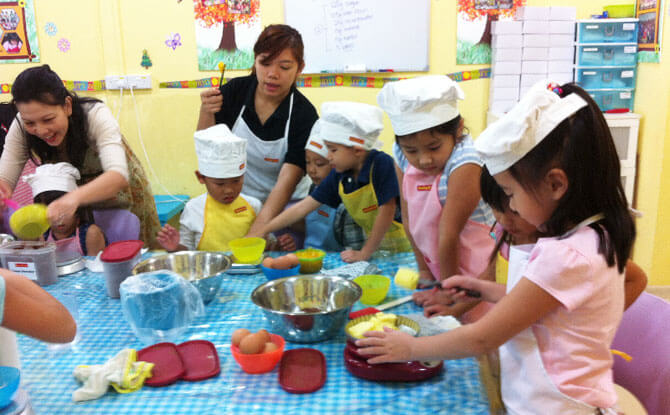 Little Day Outing to Genius R Us: Mother's Day Bake 'n' Bond