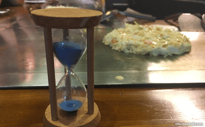 Hour glass to track cooking time