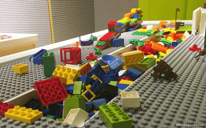 Regular toy construction bricks