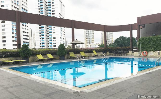 Swimming pool, Holiday Inn Atrium