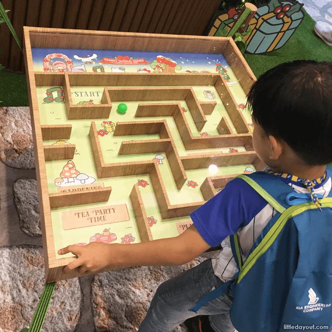 Maze game at Changi Airport