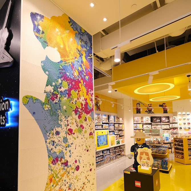 Merlion Mosaic Wall - LEGO Store Suntec city