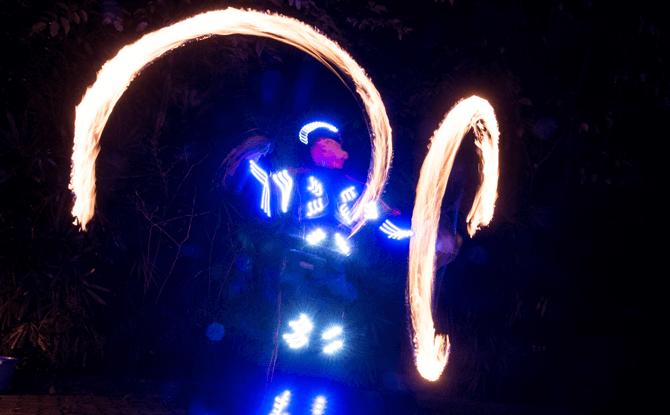 Thumbuakar Neon Performance