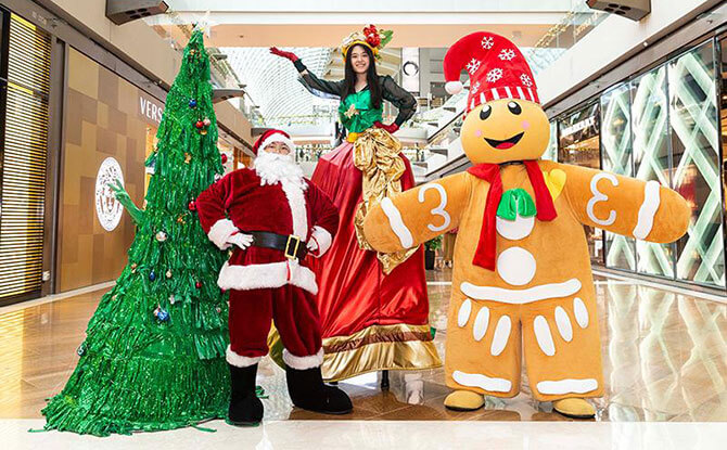 Marina Bay Sands Roving Mascots - Santa in Singapore 2019