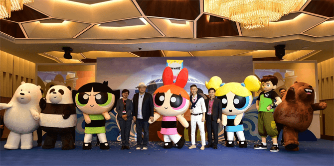 From left to right: Ms. Christina Siaw, Chief Executive Officer, Singapore Cruise Centre; Mr. Ricky Ow, President of Turner Asia Pacific; Mr. Daniel Chui, Chief Executive of Oceanic Group; Mr. Yap Chin Siang, Assistant Chief Executive (Policy & Planning Group), with Cartoon Network heroes at the Cartoon Network Wave signing event.