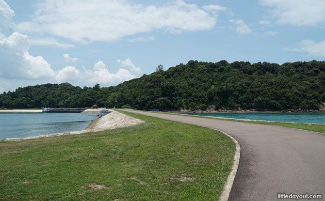 Causeway linking St John's Island to Lazarus Island