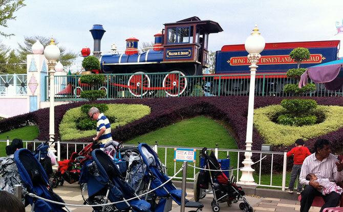 Disneyland Railway - Hong Kong Disneyland Theme Park