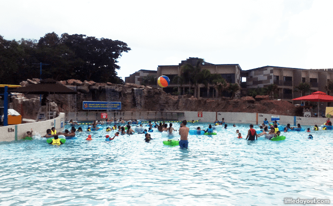 Tsunami Wave Pool at Wild Wild Wet, Downtown East