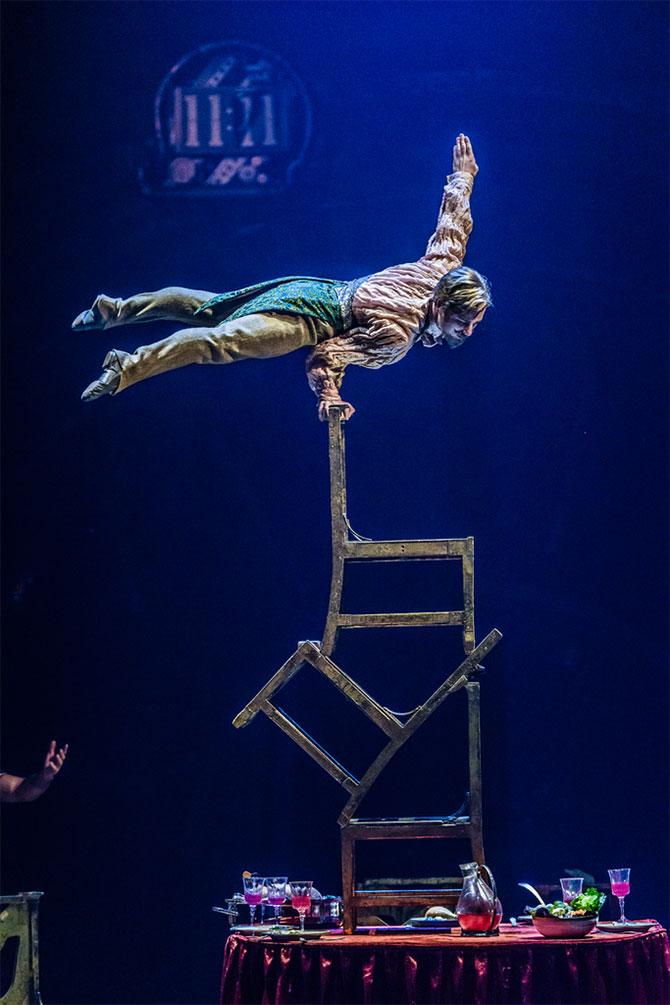 Upside Down World, Kurios - Cirque du Soleil