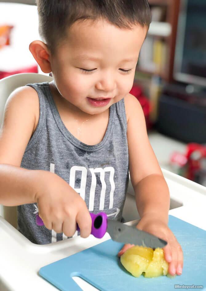 Kid-friendly Kitchen Tools Little Kitchen Helper 03