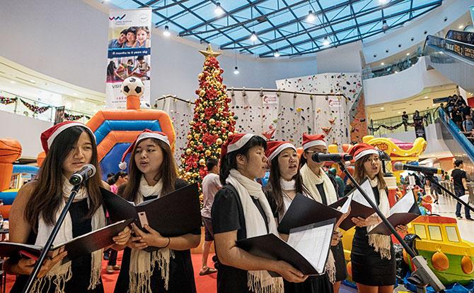 Christmas Carolling - Singapore Sports Hub's Season of Giving 2018
