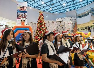 Christmas Carolling - Singapore Sports Hub's Season of Giving 2018