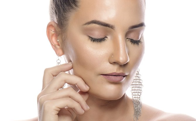 e04 Generic woman skin glow Image by Diamantino Santos from