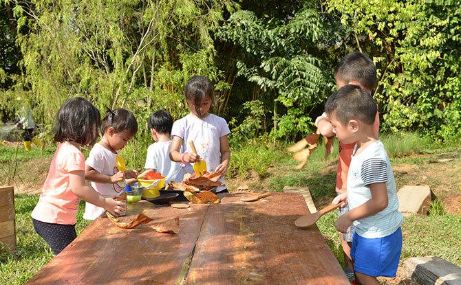 e05-Children-at-a-nature-playgarden-2
