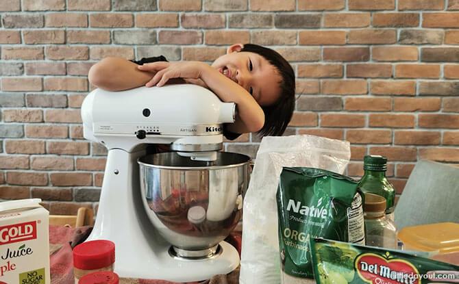 Kid-friendly Kitchen Tools Little Kitchen Helper 05