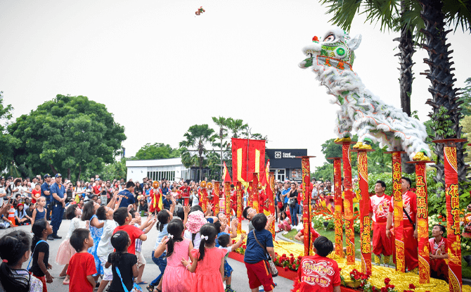 Enjoy energetic lion and dragon dances at Sentosa during the Lunar New Year 2018