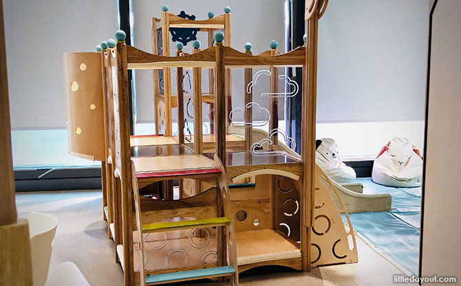 Toddler-friendly climbing frame
