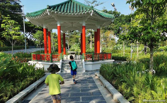 Visiting Yunnan Garden