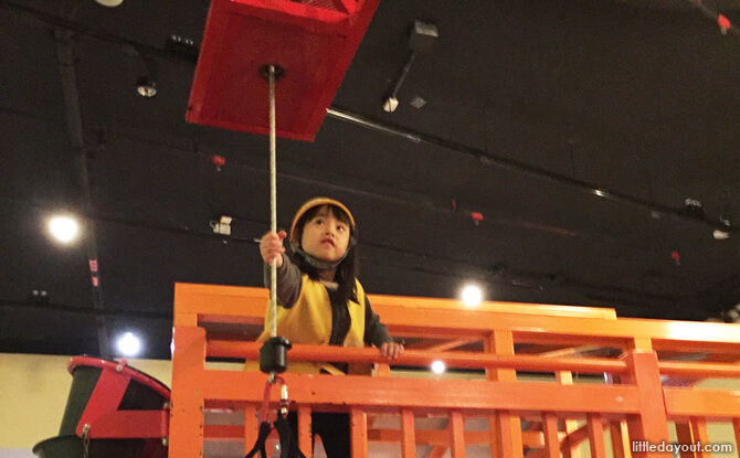 The Fun Science Gallery is a large construction site for young children (under 120cm) and one accompanying parent to explore science together through building. The mini crane, pulley system, and manual conveyor belt all worked like the real thing!