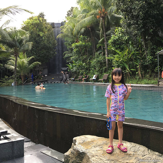 Getting ready to enjoy the pool at Siloso Beach Resort