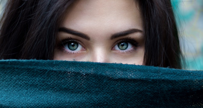e15 Generic half face eyebrows Photo by Alexandru Zdrobău on Unsplash
