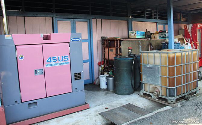 Pulau Ubin Chinese Kampong House: Generators