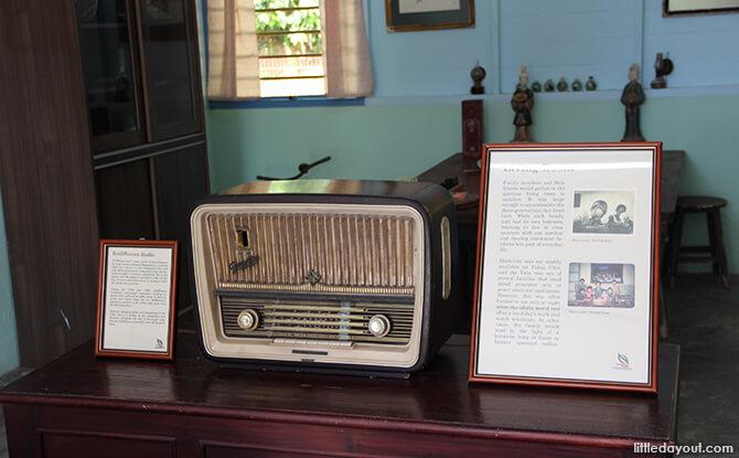 Pulau Ubin Chinese Kampong House: Rediffusion Radio