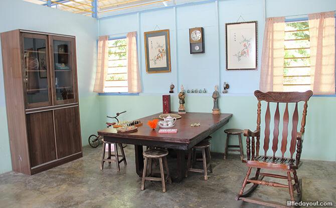 Pulau Ubin Chinese Kampong House: Dining Table
