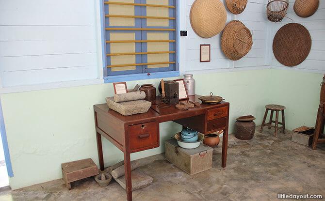 Pulau Ubin Chinese Kampong House: Kitchen Tools