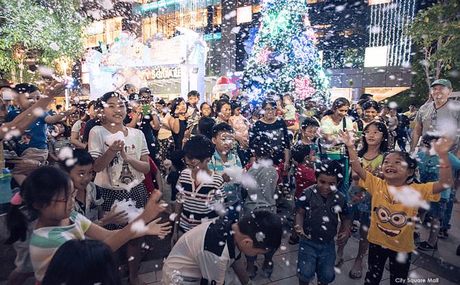 e7-snow_citysquare